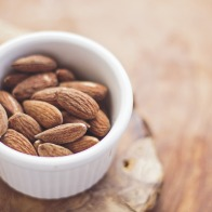 almonds-768699_1920